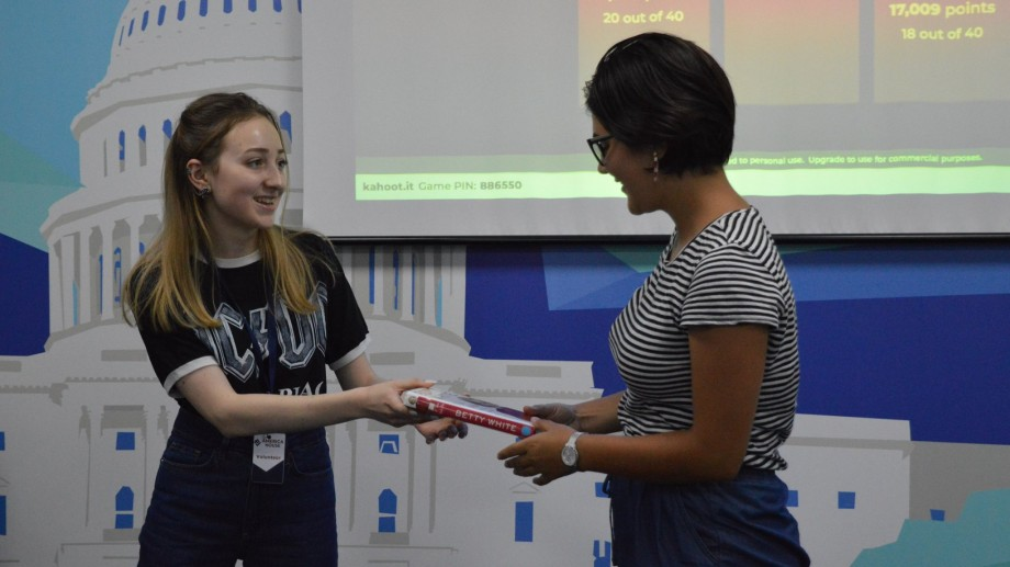 Participă la o competiție de artă la America House și câștigă premii din partea Ambasadei SUA
