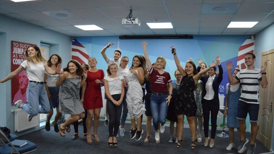 Studenții și tinerii profesioniști sunt așteptați la America House. Cum poți obține un job în cadrul instituției