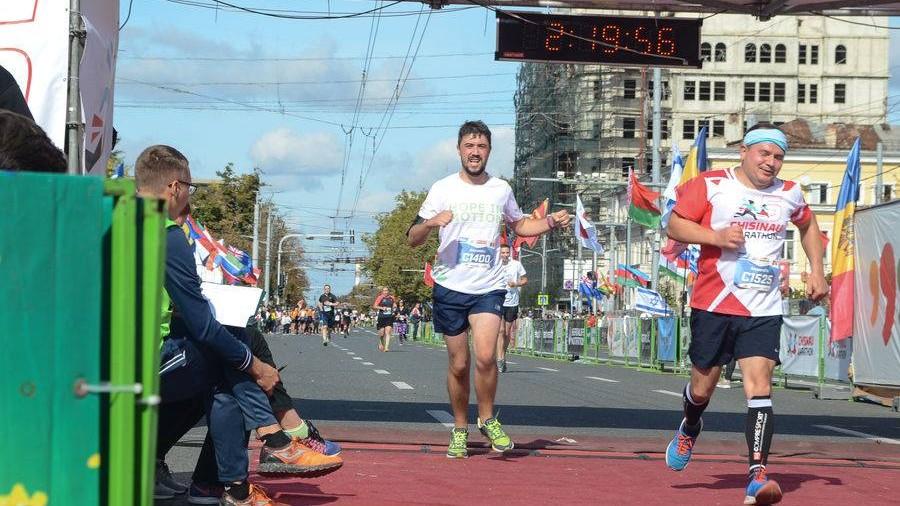 """Au apărut fotografiile oficiale de la """"Maratonul Internațional Chișinău"""". Cum le poți obține"""