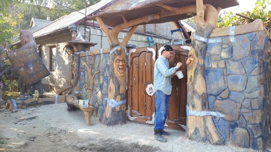 (foto) Un tânăr din Cahul cheltuie ultimii bani pentru a realiza lucrări impresionante în orașul său