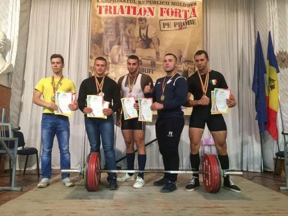(foto) Studenții Universității Tehnice din Moldova au devenit campioni republicani la Powerlifting