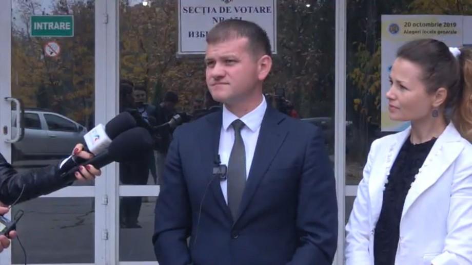"""(video) Candidatul USB, Valeriu Munteanu, și-a exprimat dreptul de vot. """"Nebănuite sunt căile alegătorului"""""""