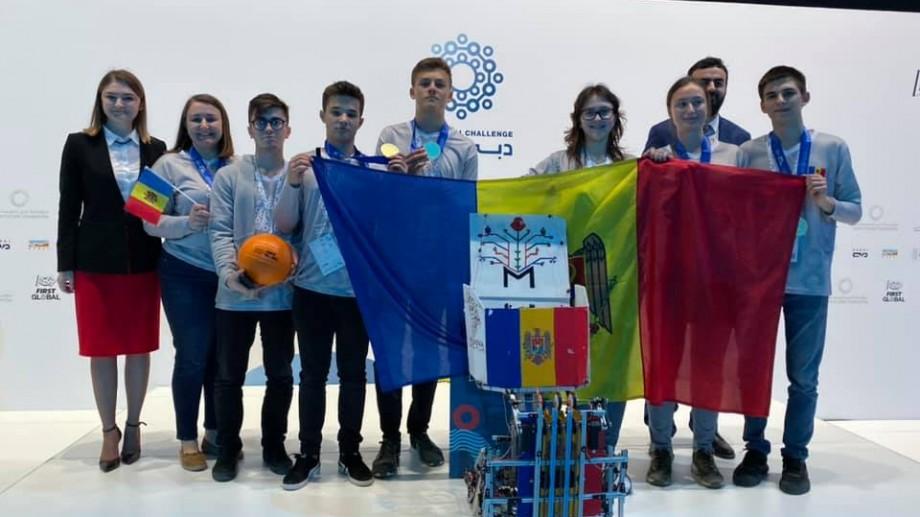 (foto, video) Echipa Națională de Robotică a devenit campioană la trei categorii la First Global Challenge 2019