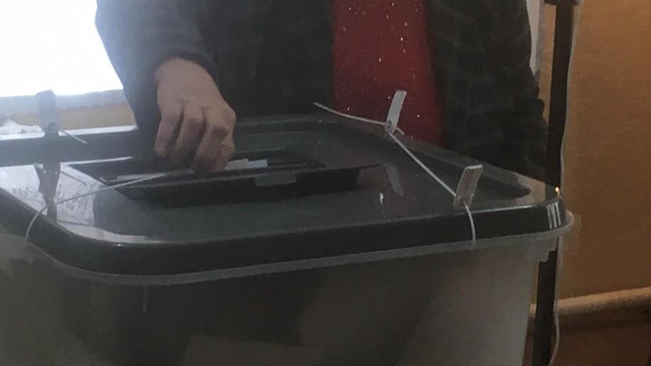 (foto) Alegeri locale 2019. Vezi cum votează electorii din satul Costești, raionul Ialoveni