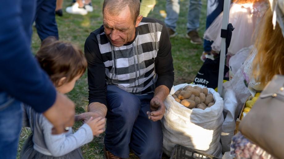 """(foto) Bucate delicioase, legume și fructe, dar și obiecte de artizanat. Festivalul """"Toamna Cartofilor"""", sărbătorit cu poftă la Râșcova"""