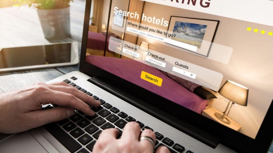 """Unele site-uri de booking te mint când scriu """"a rămas doar o cameră disponibilă"""". Cum să nu cazi în această capcană"""