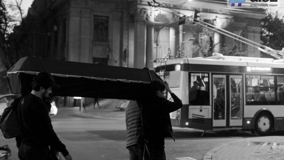 (galerie foto) Motivul pentru care un sicriu gol a fost purtat de-a lungul bulevardului Ștefan cel Mare într-un marș funebru