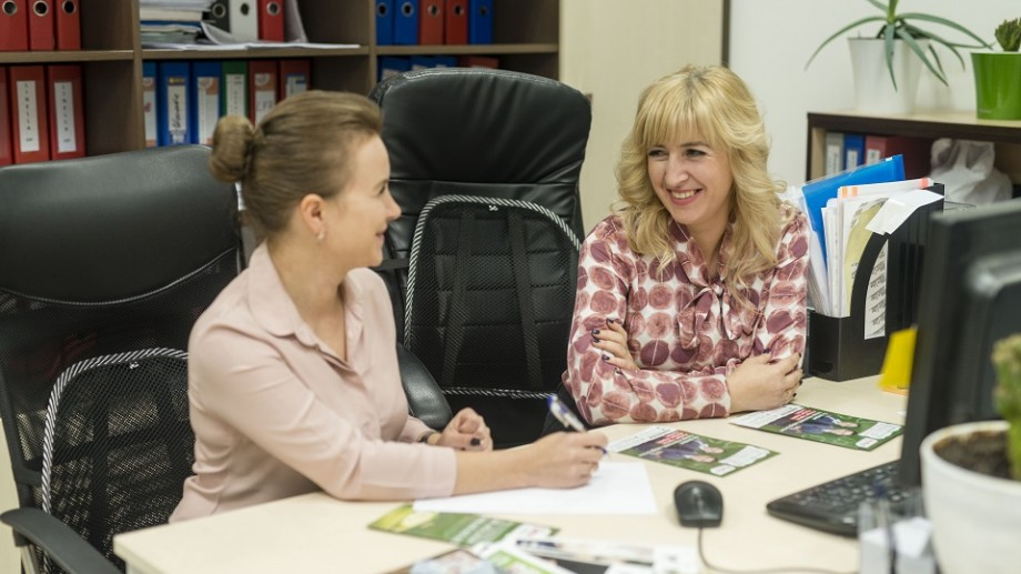"""(foto) Mirela Senatov, directoare Resurse Umane """"Moldretail Group SRL"""", povestește cât este de important ca o companie să participe la Târgul de Cariere"""