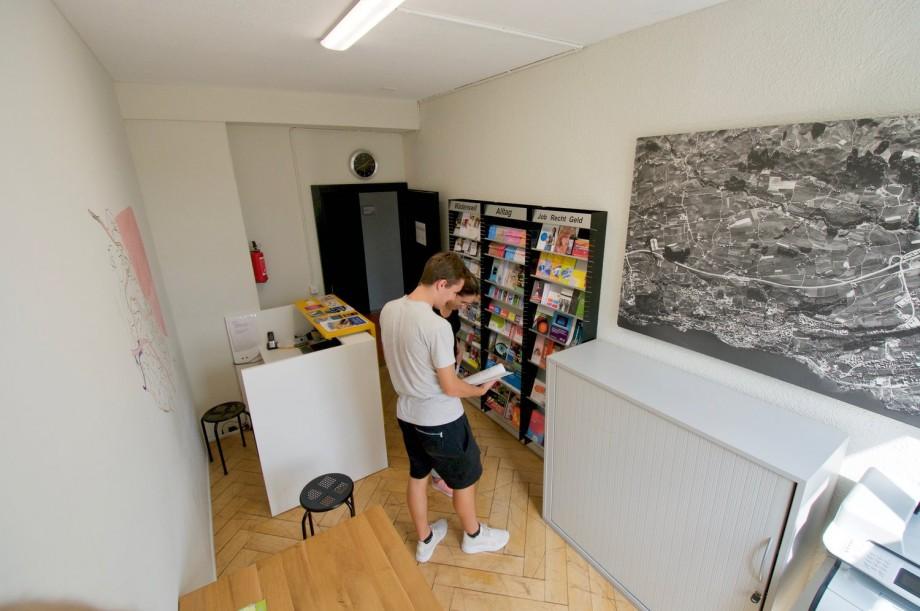(foto) Asistenții sociali sunt prieteni și nu există loc de plictiseală. Cum funcționează un centru de tineret în Elveția