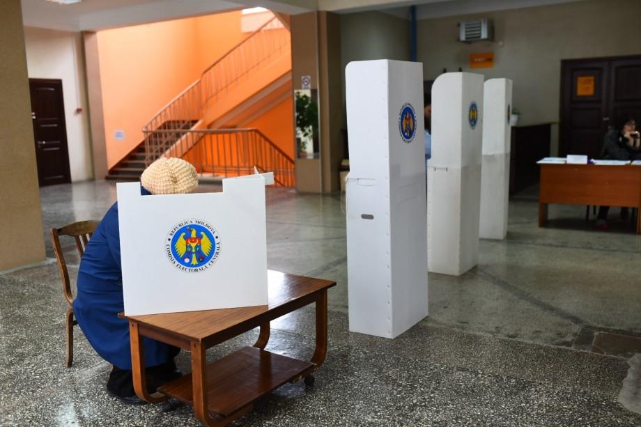 În suburbii, din primul tur, au câștigat cei mai mulți candidați independenți și de la PSRM