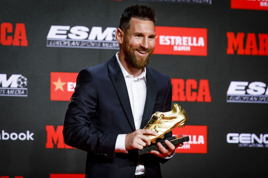 """(video) Messi își mărește avansul față de Cristiano Ronaldo. Argentinianul a primit """"Gheata de Aur"""" pentru a șasea oară"""