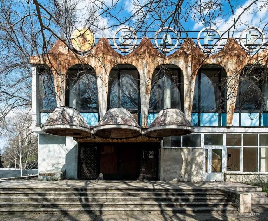 (doc) A fost votată anularea avizelor pentru construcția unui centru multietajat în locul Cafenelei Guguță