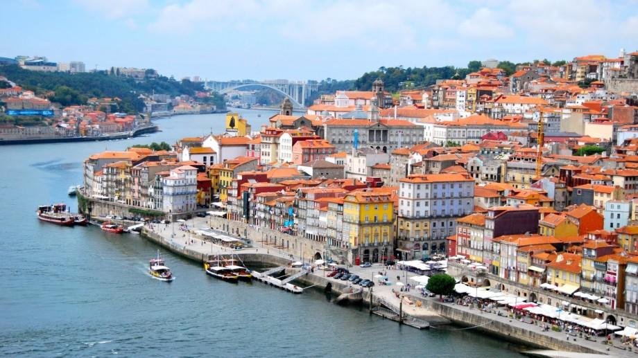 Studenții de la UTM pot obține două burse în valoare de 850 de euro lunar, pentru un semestru de studii în Portugalia