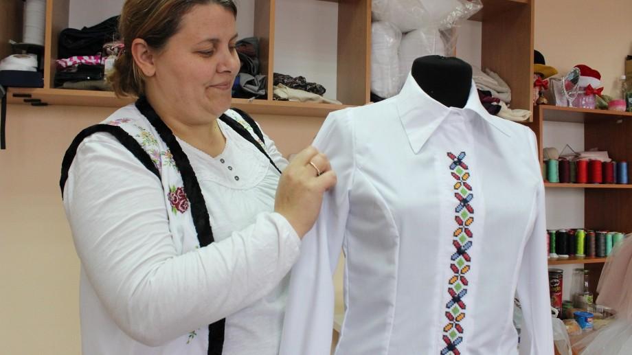 (foto) Povestea Lidiei Bîrsanu, antreprenoarea care a deschis un atelier de brodat la Sângerei