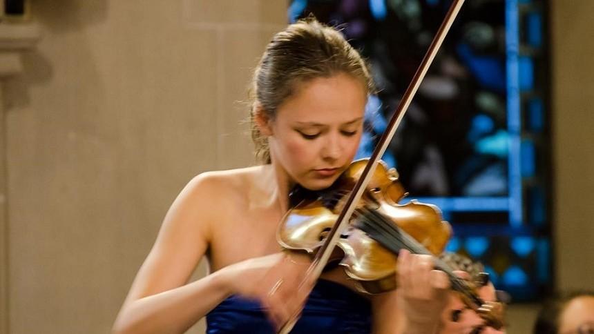 """Celebra violonistă Alexandra Conunova revine acasă cu un recital de excepție la Filarmonica Națională """"Serghei Lunchevici"""""""