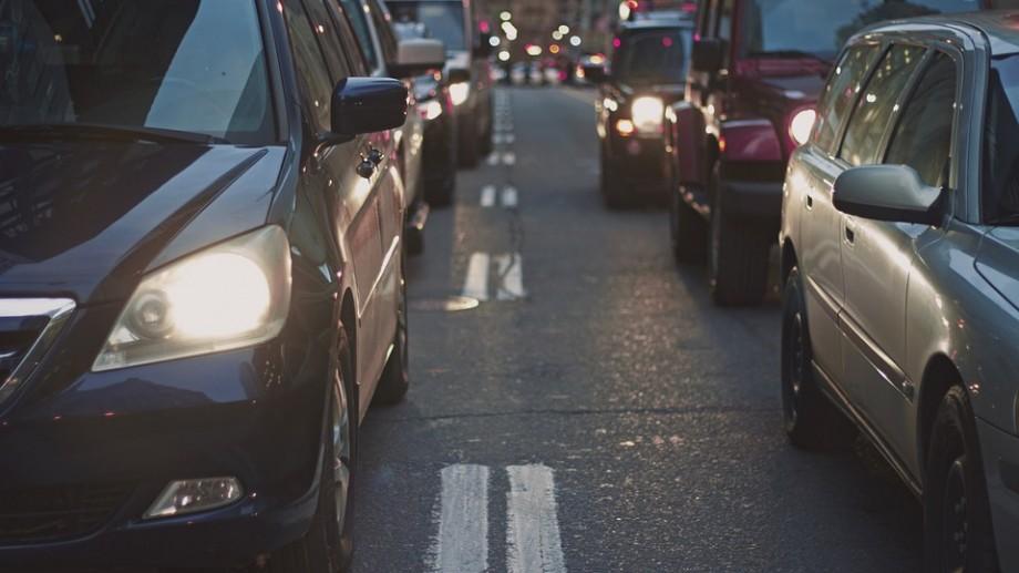 Începând cu luna noiembrie, șoferii sunt obligați să circule cu faza scurtă a luminilor de întâlnire și ziua