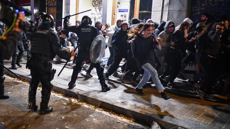 Protestele violente continuă la Barcelona. Astăzi a fost anunțată grevă generală în Catlonia