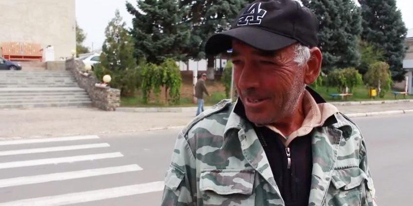 """(video) """"Prășesc, greblez, strâng nuci, fac totul."""" Ce ocupații au locuitorii din satul Mereni pe timp de toamnă"""