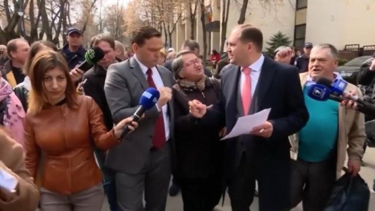 (sondaj) Ion Ceban și Andrei Năstase, în continuare favoriți de a accede în turul II la alegerile pentru funcția de primar de Chișinău
