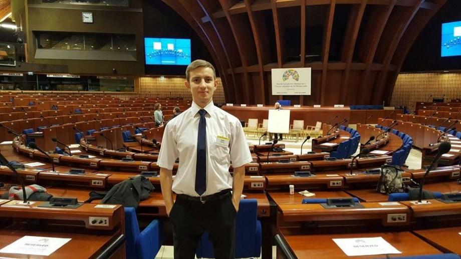 (CV) Cine este cel mai tânăr consilier municipal din Chișinău. Câți ani are și unde a învățat