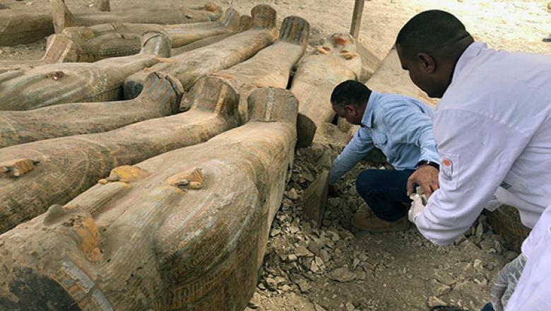 """(foto) """"Cea mai mare descoperire."""" Arheologii egipteni au găsit 20 de sarcofage în stare foarte bună"""