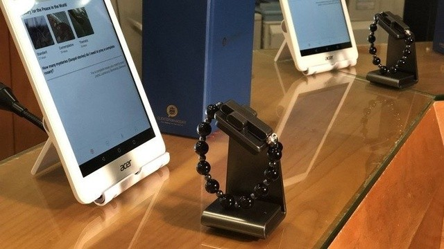 Click To Pray eRosary. Vaticanul lansează o brăţară inteligentă care poate fi folosită pentru rugăciune