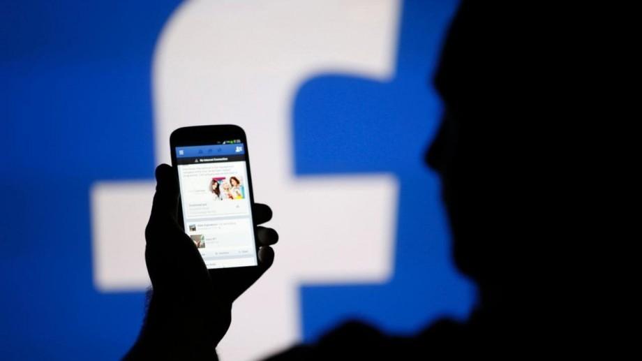 Scandalul Cambridge Analytica continuă. Facebook urmează să plătească o amendă de 580 de mii de euro