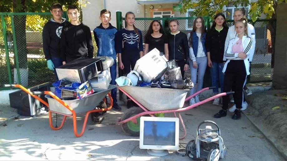 (foto) Toamna se numără deșeurile electronice. Școlile care au colectat electronice uzate se pregătesc să le transmită spre reciclare