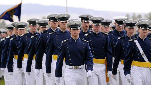 Tinerii din Moldova se pot înscrie la concursul de admitere la Academia Militară a Forţelor Aeriene din SUA. Care sunt condițiile de participare