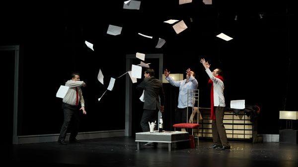 """Cu umor rafinat și replici explozive! Teatrul Național """"Eugene Ionesco"""" te invită să râzi cu lacrimi la comedia romantică """"Iubirea la proști"""""""