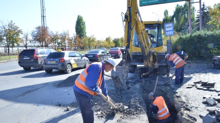 Fără inundații pe strada Albișoara? Autoritățile au început lucrările de reabilitare a canalizării pluviale din zonă