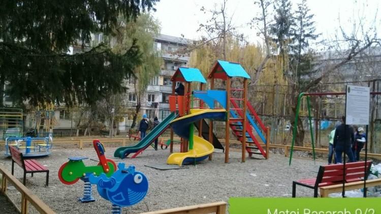 (foto) În ultimii doi ani, peste 200 de terenuri de joacă și 151 de fitness au fost amenajate în Chișinău