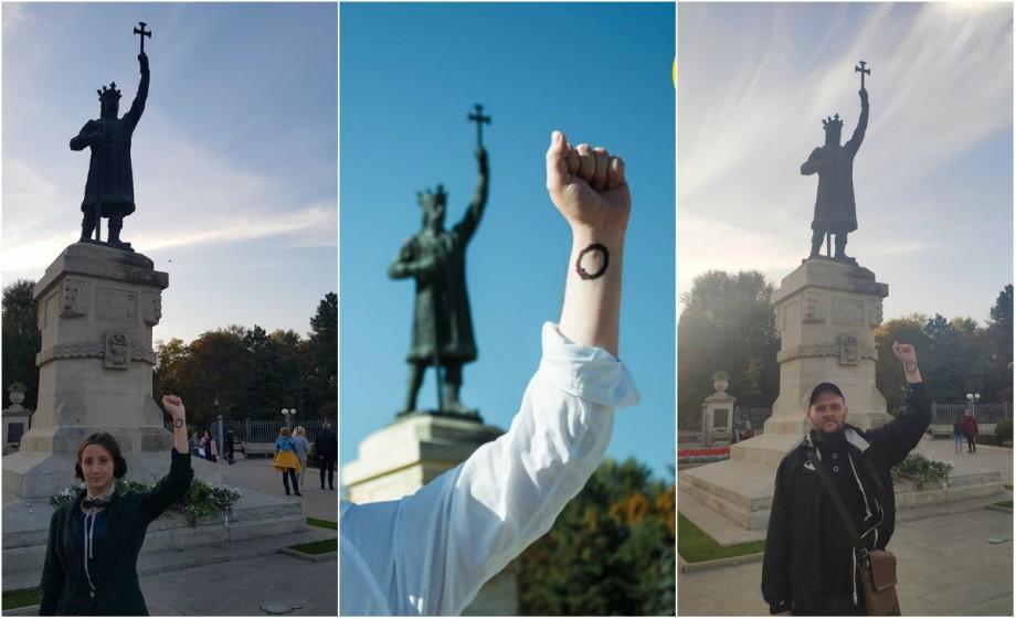(foto) Flashmob în ultima zi a campaniei electorale: Vot împotriva tuturor lângă statuia lui Ștefan cel Mare