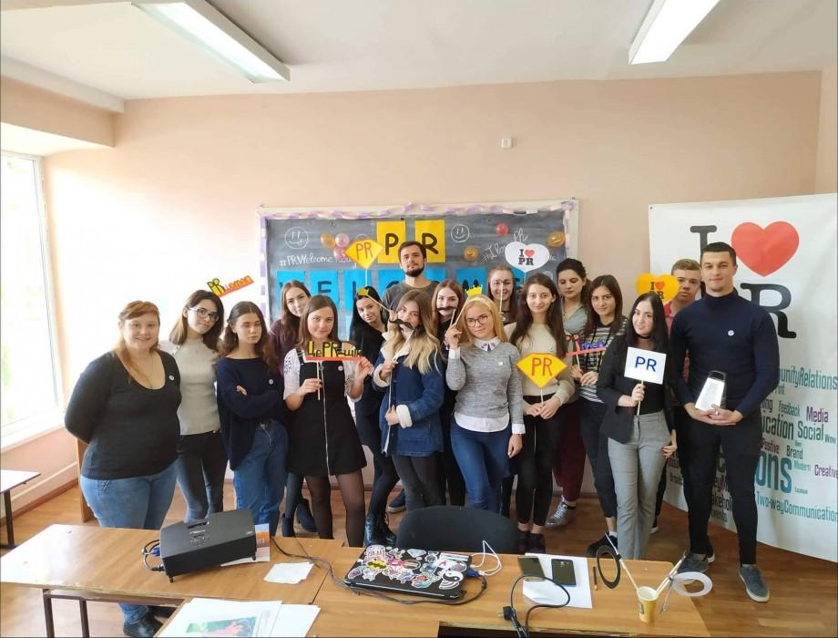 (foto) Cum sunt încadrați studenții-boboci de la USM, specialitatea Comunicare și PR, în viața universitară