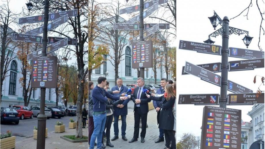(foto) Pilonul informativ al orașelor înfrățite cu Chișinău a fost inaugurat