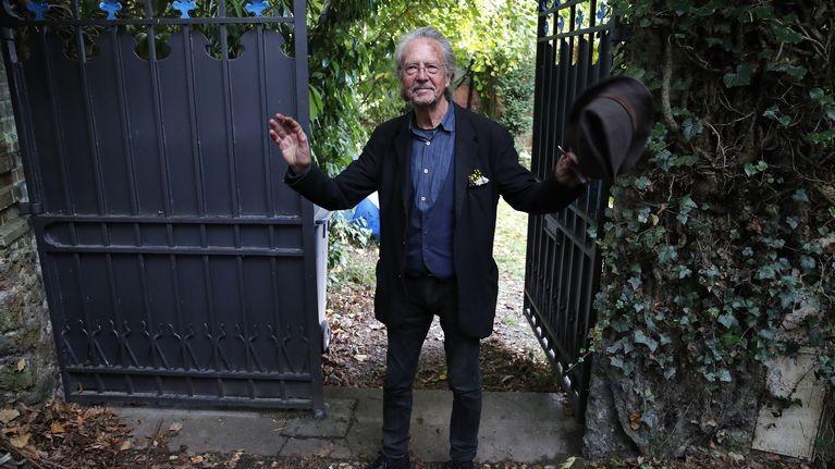 Academia Suedeză a comentat decizia de a-i acorda Premiul Nobel pentru Literatură lui Peter Handke. Scriitorul a atras numeroase critici