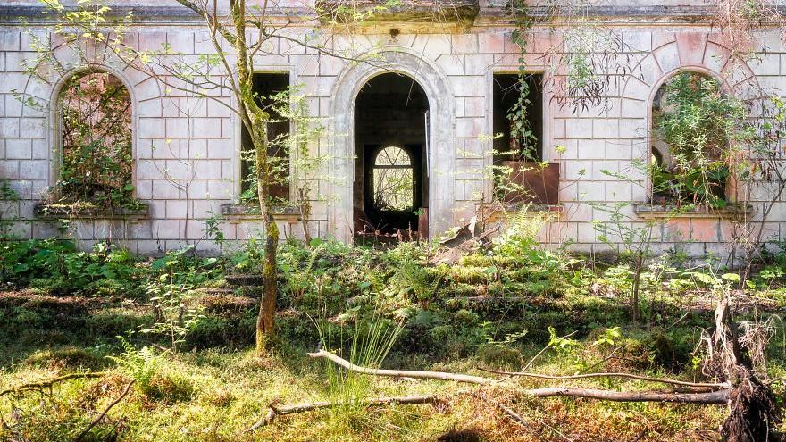 (foto) Frumusețea clădirilor abandonate din mai multe orașe din cele mai sărace regiuni ale Abhaziei