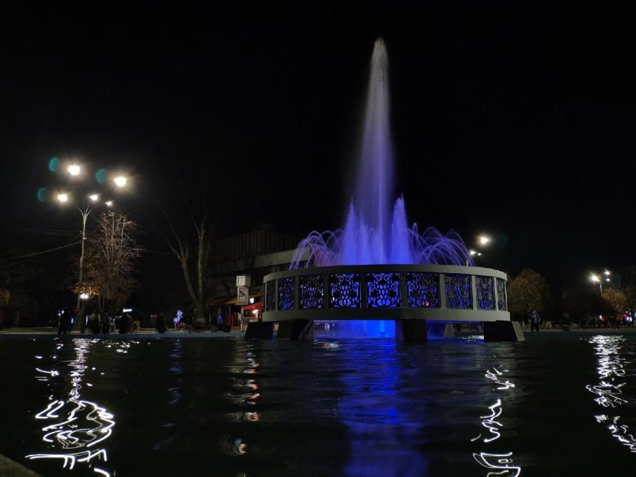 (foto) Havuzul din Bălți a prins culori pe timp de noapte. Cum arată după restaurare