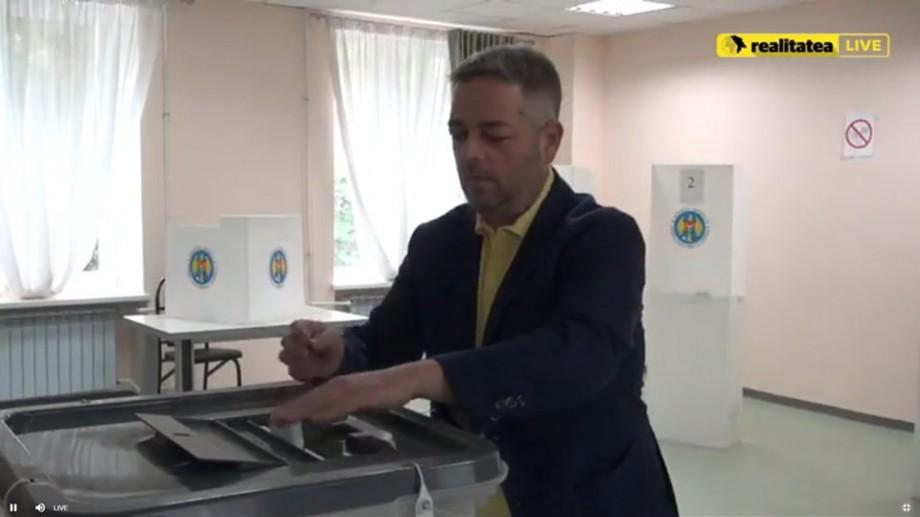 Dumitru Țîra a votat pentru a putea zâmbi fără praf în gură și fără a se ține de nas
