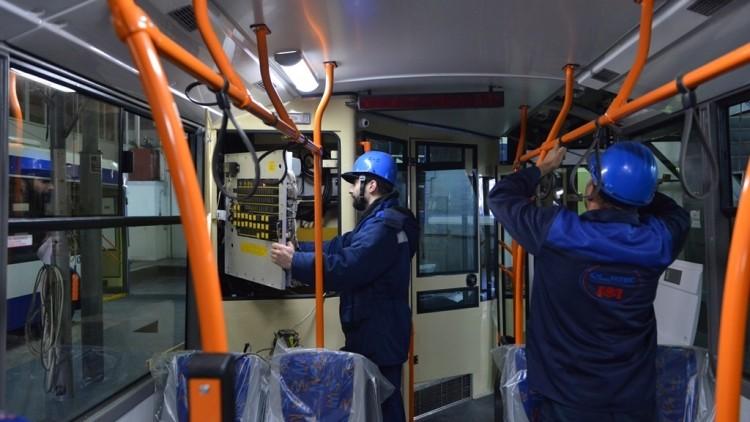 (foto) Sisteme de aer condiționat și camere de supraveghere în interior. Cinci troleibuze noi sunt asamblate la Chișinău