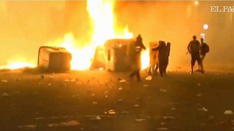 Violențele nu încetinesc la Barcelona. Noi ciocniri între protestatari și forțele de ordine în această noapte