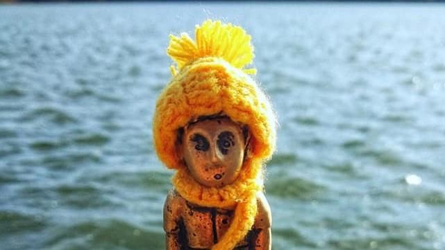 (foto) S-a îmbrăcat în culorile toamnei. Micul Prinț din Valea Morilor și-a pregătit căciula pentru vremea rece