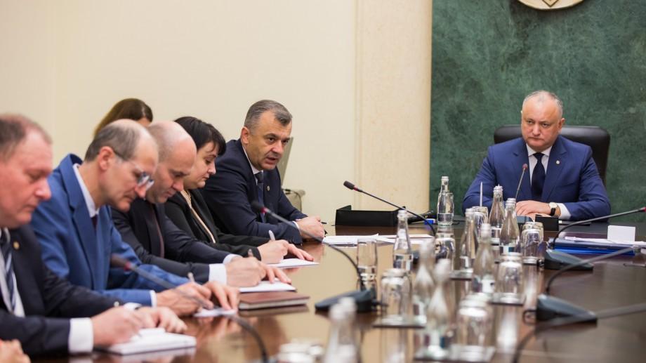 Lista subiectelor care nu așteaptă. Ce s-a discutat la prima ședință a guvernului, prezidată de Dodon și fără presă