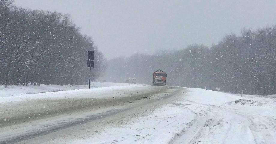 Pregătiri de iarnă în Moldova. Peste 500 de mașini și utilaje rutiere vor asigura deszăpezirea drumurilor naționale