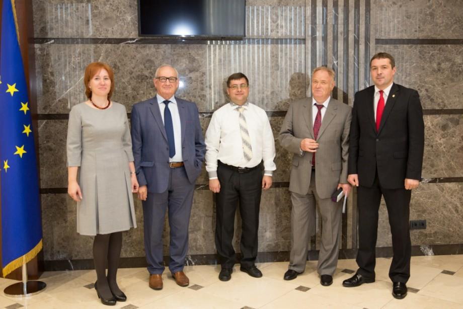 (foto) Trei membri ai comunității academice a USM au devenit laureați ai Premiilor Academiei de Științe a Moldovei