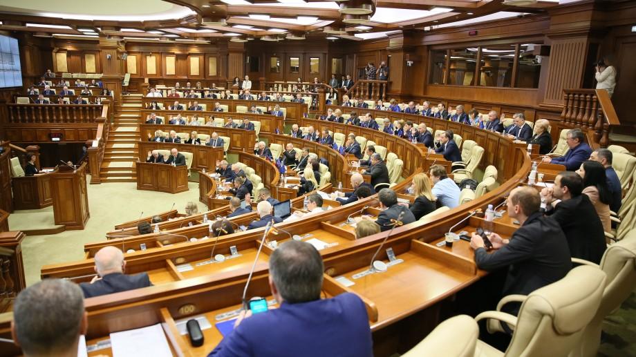 """(live) Ședința Parlamentului: Pe ordinea de zi sunt 11 puncte, dar fără """"controverse"""", deocamdată"""