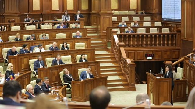 Guvernul Sandu, pe cale de a pica? Sunt aproape 60 de voturi pentru demisia acestuia din partea PSRM și PD