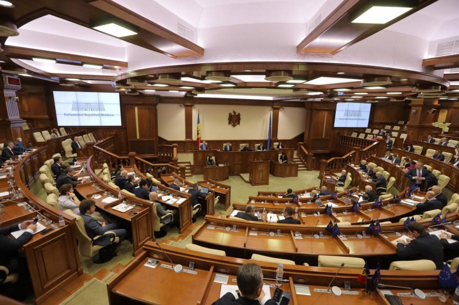 38 de deputați nu au votat pentru demiterea guvernului Sandu. Cine sunt aceștia