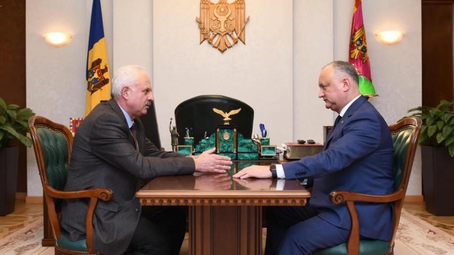 După cinci luni de activitate în guvern, Vasilii Șova revine în funcția de consilier al lui Igor Dodon