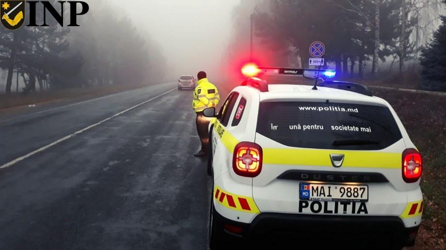 Atenție, şoferi! Se circulă în condiții de ceață și carosabil umed. Cu ce recomandări vin polițiștii de patrulare